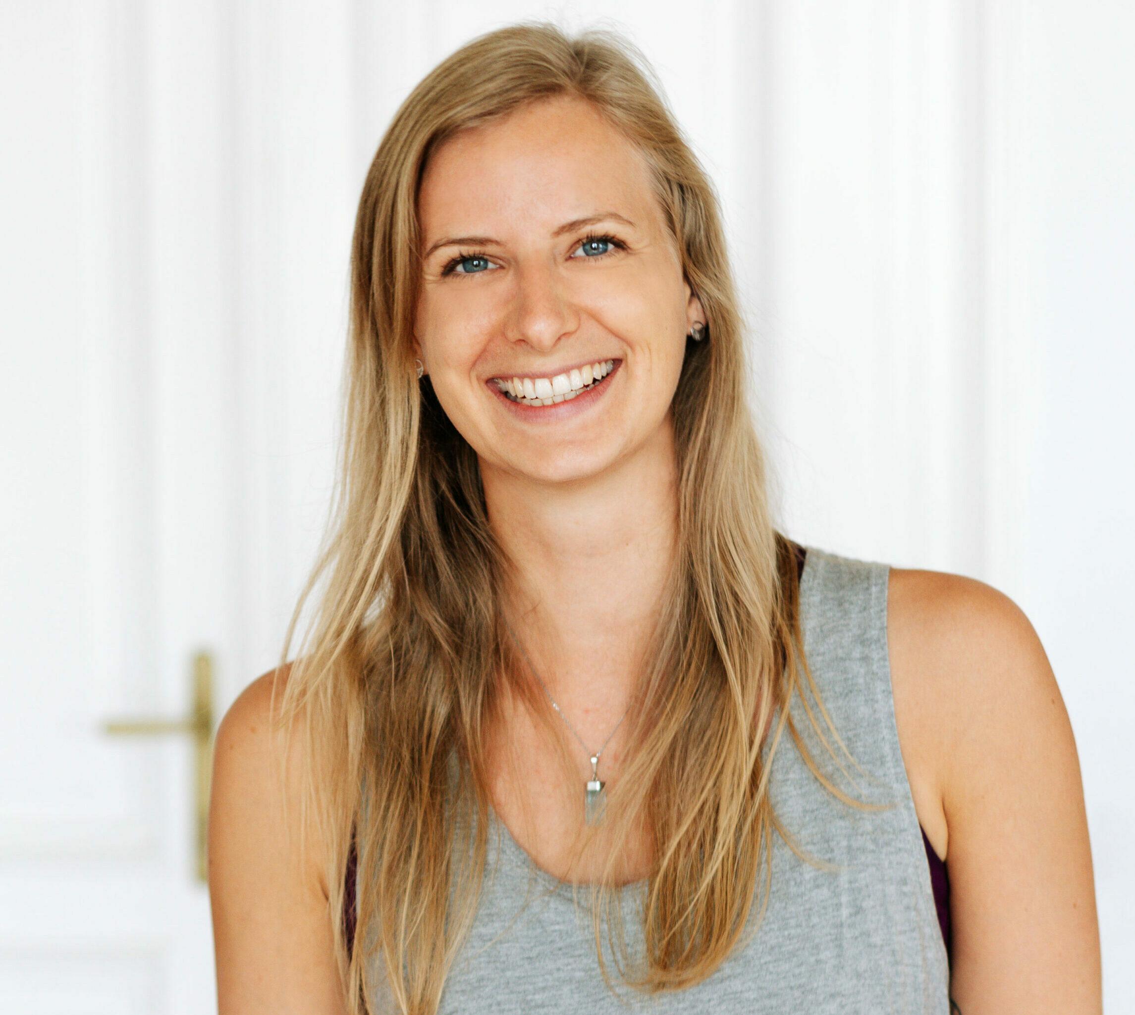 Portraitfoto von Stefanie Wedam - Inside Yoga Lehrerin im RE:TREAT