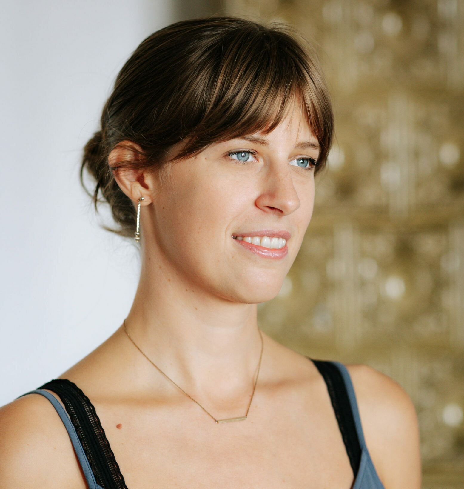 Portraitfoto von Ramona Greil - Vinyasa Flow und Alignment Yoga Lehrerin im RE:TREAT